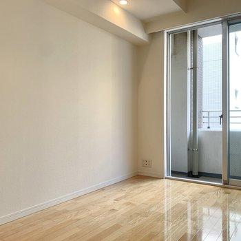 【洋室5.17帖】こちらは寝室でしょうか。※写真は8階の同間取り別部屋のものです