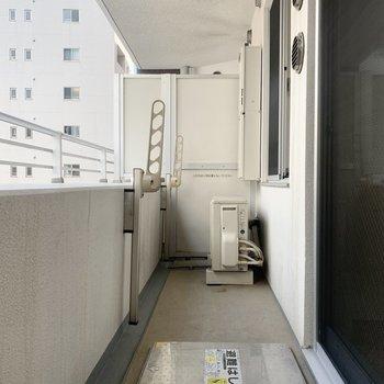 バルコニーは広め。※写真は8階の同間取り別部屋のものです