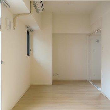 シンプルで綺麗な空間ですね。(※写真は4階の同間取り別部屋のものです)