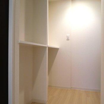そしてさらにこんな棚も。(※写真は4階の同間取り別部屋のものです)