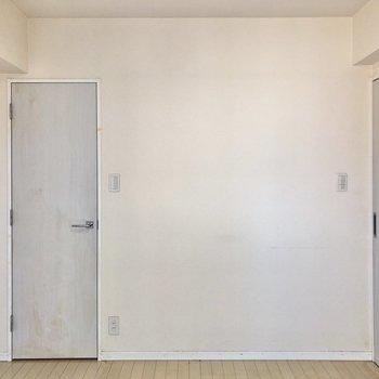 【洋室】正面扉を開くと、