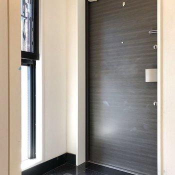 明るく、清潔感のある玄関!