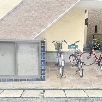 敷地内にゴミ置き場、駐輪場があります。
