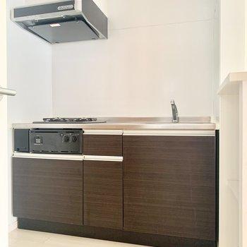 うれしい大きめのシステムキッチン!(※お部屋は清掃前のものです)