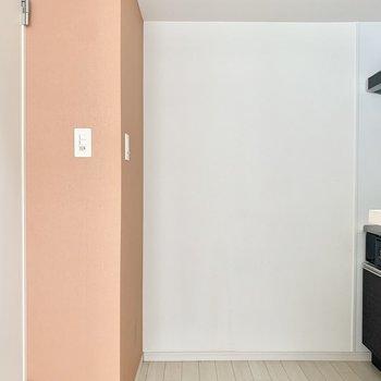 反対側に冷蔵庫スペース◎(※お部屋は清掃前のものです)