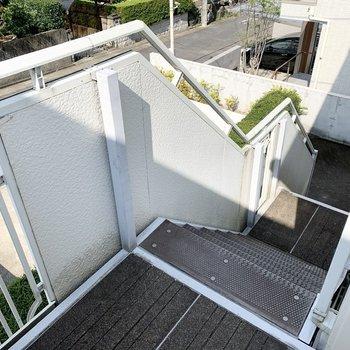 お部屋までのアクセスはこちらの階段。