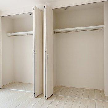 【洋室6帖】収納は大容量◎まとめてハンガー収納しましょう。