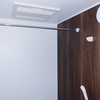 浴室乾燥機能もついてます◎(※写真はフラッシュを使用しています)