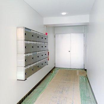 エレベーターに乗る前にポストを確認で!