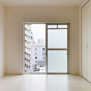 【洋室6帖】こちらはパパママのお部屋かな。