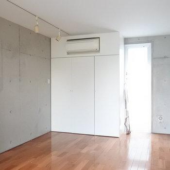 そしてこれが3階。2階と同じ。でも日当たりはいい。(※写真は同間取り別部屋のものです)