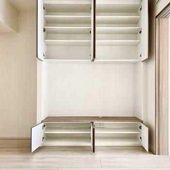 【LDK】上の段は純粋に収納スペースとして利用するのもいいかもしれませんね。※写真は6階の同間取り別部屋のものです
