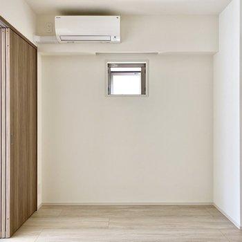 【LDK】ちょこっと覗く小窓がキュートです。※写真は6階の同間取り別部屋のものです
