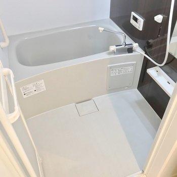 お風呂には追焚機能付き。隙間が少ないのでお手入れしやすいですよ。