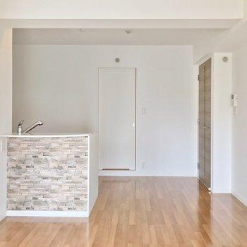 キッチンの半分は奥まっているので、家具の配置もしやすそうです。
