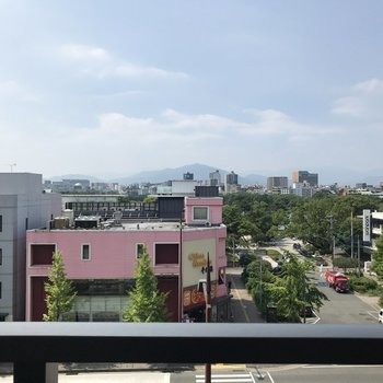 目の前には大濠公園!青空も緑もここからキレイに見えますよ!