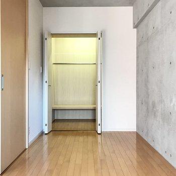 むむ、あのクローゼットは・・・(※写真は6階の同間取り別部屋のものです)