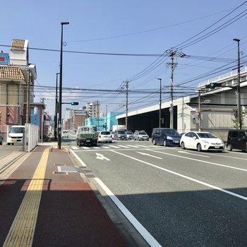きよみ通りを10分ほど歩くと博多行きのバス停も◯