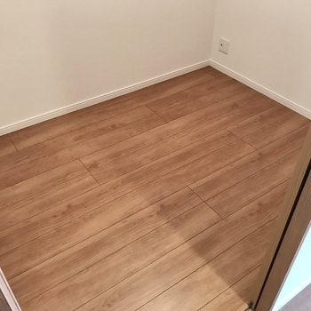 テレビも設置可能です。書斎として使いたいなぁ(※写真は4階の同間取り別部屋のものです)