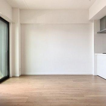 キッチンにダイニングテーブルをくっつけて、シェルフも置けそうかな?(※写真は4階の同間取り別部屋のものです)