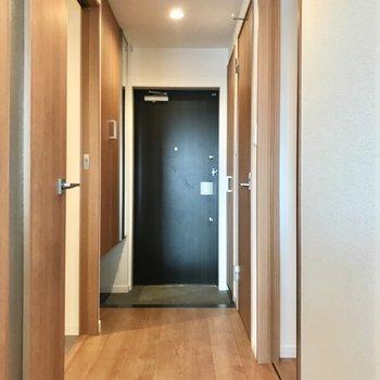 廊下に出て、右側にも何やらお部屋がありました(※写真は4階の同間取り別部屋のものです)