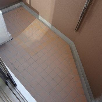 バルコニーは少し狭いかな。(※写真は9階同間取り別部屋のものです)