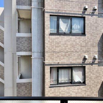 眺望はマンションビューですが、左右が少し抜けていました!