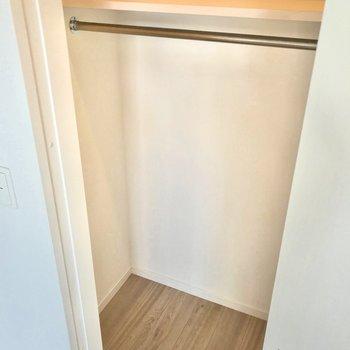 収納は引き戸で動線を遮りませんよ。
