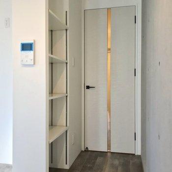こちらは廊下の手前側。(※写真は2階の同間取り角部屋のものです)