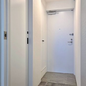 サニタリーの設備は玄関の近くに。(※写真は2階の同間取り角部屋のものです)
