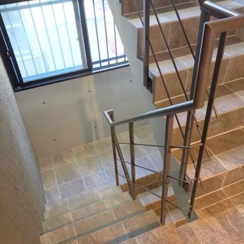 階段をのぼって2階まで。