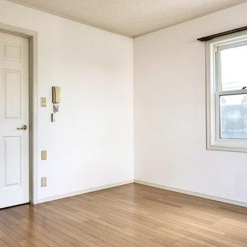 では扉を開けて廊下へ!