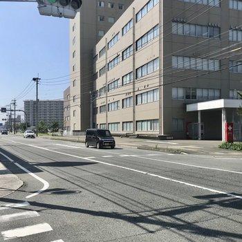 大通りには病院やスーパー、飲食店も揃っています!