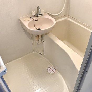 キッチンの前にはお風呂。隙間がなくてお掃除楽ちん!