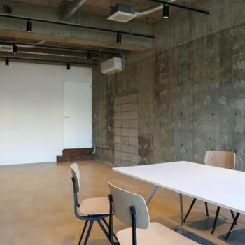 3Fの来客スペースです。雰囲気に合った家具付きです。