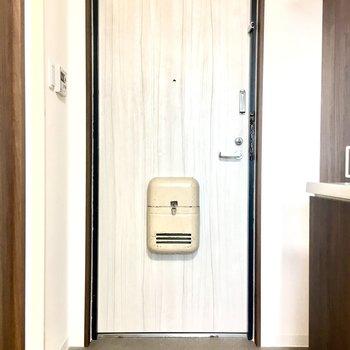 玄関に段差はないので外からの汚れを持ち込まないようご注意ください。
