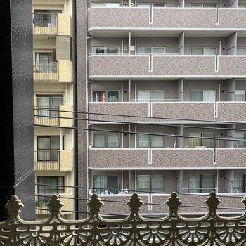 眺望はお向かいのマンションです