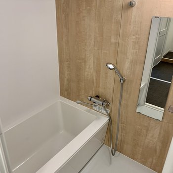 浴室乾燥機つきのお風呂です!1216サイズで足も伸ばせる