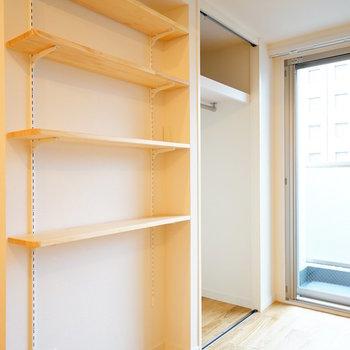 お部屋にも可動棚を設置。置きたいものによって、調節してくださいね。(※写真はイメージです)