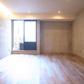 棚や仕切りなどの家具で、自分好みに仕切りをつくってレイアウトしたいなぁ◎ ※写真は2階の同間取り別室のものです。