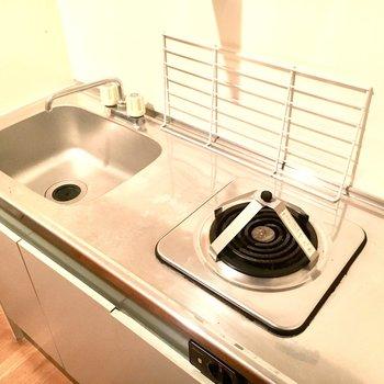 電気コンロです。ガスコンロ用のお鍋でも使えますよ◎※2階別部屋、類似間取りのものです。