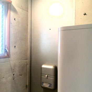 玄関の扉もシルバーで渋い!※2階別部屋、類似間取りのものです。