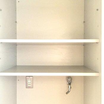 上に収納棚もあるのが嬉しい。