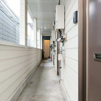 共用部もとても清潔。玄関はダブルロックで安心◎