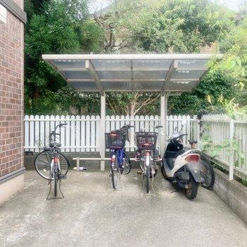 駐輪場は建物側面に。