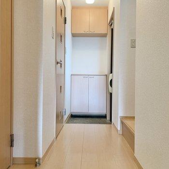 脱衣所は右の扉から。