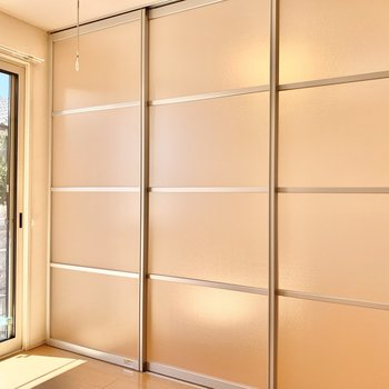【DK】洋室とはクリアな引き戸で仕切られています。