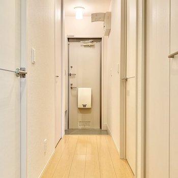 廊下へ出て次のお部屋へ向かいます。