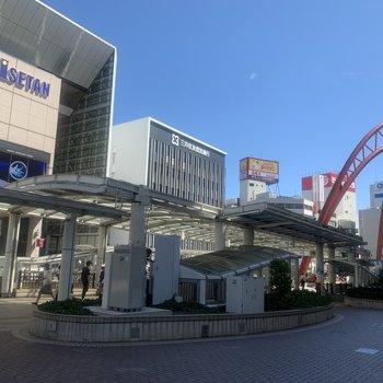 【立川駅】たくさんのお店があり、栄えていますよ。立川駅からバス利用も可能です。