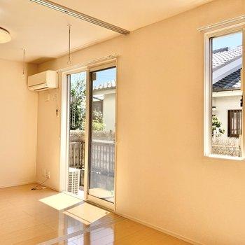 【洋室4.5帖】各お部屋に窓が付いているので快適です。